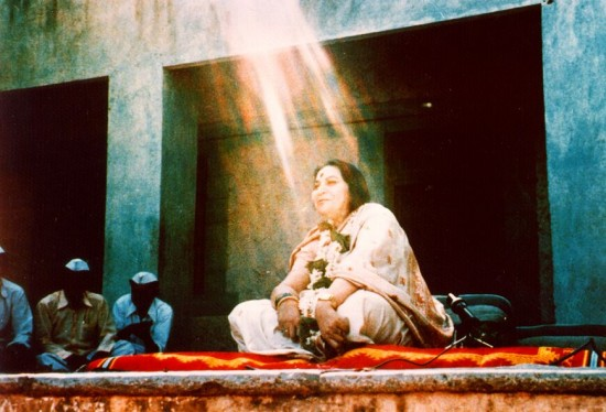 Vibrations flowing on Shri Mataji